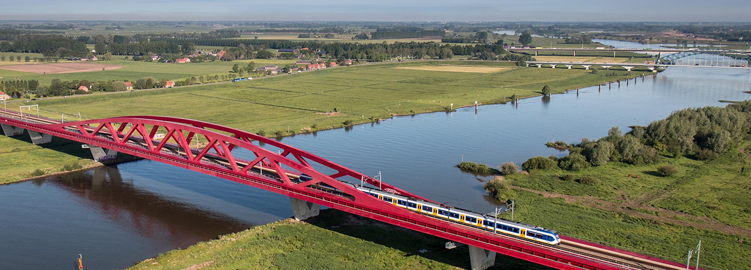 Luchtfotografie Nederland, mei 2014, Overijssel, Zwolle. Hanzeboog spoorbrug over de Ijssel van de hanzespoorlijn tussen Lelystad en Zwolle